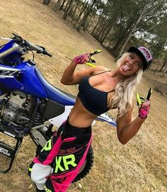 Hardcore beautiful girl on old dirty motorcycles video Lady Biker, Biker Girl, Motocross Girls, Motorbike Girl, Bagger Motorcycle, Yamaha Motorcycles, Motorcycle Girls, Dirt Bike Girl, Hot Bikes