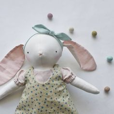 Já fico aqui imaginando várias crianças vestidas como suas Dodolas 😍 . . . . . #momlife #kidsdecor #organicbaby #minimalistbaby #softtoy #organictoy #handcrafted #madeinfrance #heirloomdolls #bunnydoll #dodolafaitmain Organic Baby, Made In France, Baby Dolls, Dressmaking, Organic Baby Foods