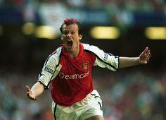 Ljungberg scores for Arsenal, 0-1