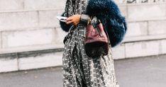 Looks de color negro, vestidos de entretiempo e inspiración masculina. El perfecto manual para 'working girls' está en las calles de París