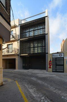 Una Casa entre Medianeras en Massanassa  / carlos gomez + eva alvarez