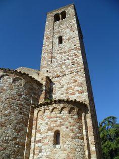 Es un edificio del siglo XII, de estilo románico, consta de una sola nave con bóveda de cañón apuntada, tiene… http://www.rutasconhistoria.es/loc/santa-maria-de-barbera