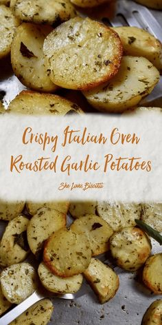 These Crispy Italian Oven Roasted Garlic Potatoes will quickly become one of your favorite side dishes. These roasted garlic potatoes are perfect for every day fair or holiday entertaining. Crispy on the outside; tender on the inside. Sliced Potatoes In Oven, Baked Potato Slices, How To Cook Potatoes, Oven Baked Sliced Potatoes, Potato Crisps, Mashed Potatoes, Oven Recipes, Cooking Recipes, Yummy Recipes