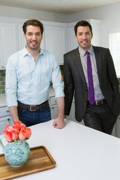 Canada, it's our favorite time of week! @w_network has an all-new #BuyingSelling tonight at 10 p.m.! #ProBroTime
