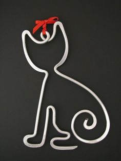 This little kitty ornament is handcrafted from aluminum wire.Shaped with pliers then accented on the anvil with hammer. Topped with a bow for the