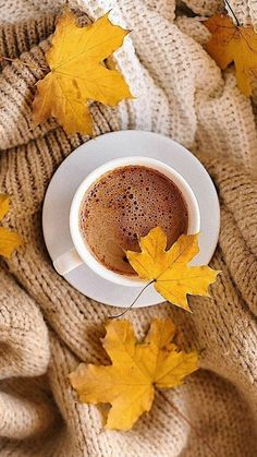 Autumn Coffee, Autumn Cozy, Coffee Photography, Autumn Photography, Coffee And Books, Coffee Love, Fleurs Style Shabby Chic, Autumn Aesthetic, Cozy Aesthetic