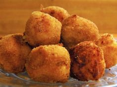 Print Source: Buns in my Oven Cinder Lynn's Potato, Bacon, Cheese Croquettes 6 Idaho Potatoes 3 Eggs, divided 2 Tbsp. Wendy's Food, Ricotta, Idaho Potatoes, Food Platters, Appetizers For Party, Queso, Finger Foods, Italian Recipes, Mozzarella