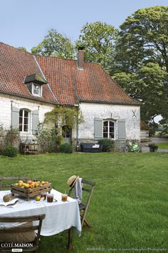 bed & breakfast - Nord-Pas-de-Calais - A manor house in the middle of a woodto the east of Le Touquet French Cottage, French Country House, Cottage Style, French Exterior, Brick And Wood, Patio, Stone Houses, Old Barns, Toscana