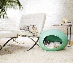 Пей Бобы стильные, прочные кровати для прохладной Китти и тенденция установления Кормы. Вдохновленный от инкубационного яйца, их эллиптическая форма является гладкий и современный предлагая пещеры-как убежище для вашего любимого домашнего животного. современные кошки-кровать-peipod