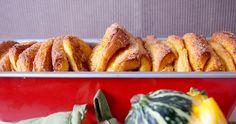 Drożdżowe ciasto dyniowe do odrywania/Pumpkin pull apart bread