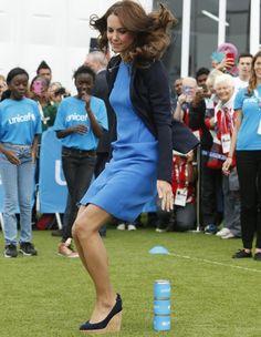 L'Ecosse accueille actuellement les jeux du Commonwealth, et une invitée prestigieuse, Kate Middleton. http://www.elle.fr/People/La-vie-des-people/News/Kate-Middleton-sa-seance-de-sport-en-talons-2739878