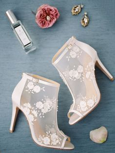 Flower embellished stilettos: http://www.stylemepretty.com/2017/05/18/scranton-bridal-shoot/ Photography: Danielle Coons - http://daniellecoons.com/