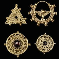 Four gold filigree jewelry elements, Iran, 11th century and later. Photo: Christie's Images Ltd., 2010