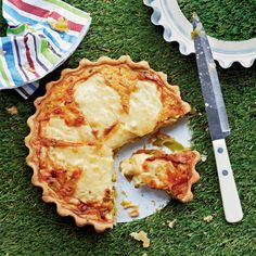 Leek and gruyère tart recipe. The gruyère cheese, sliced over the top of this tart, melts to a gorgeous gooey layer and its slight saltiness pairs wonderfully with sweet and tender leeks Tart Recipes, Brunch Recipes, Veggie Recipes, Cooking Recipes, Picnic Recipes, Leek Recipes, Welsh Recipes, Picnic Ideas, Veggie Food