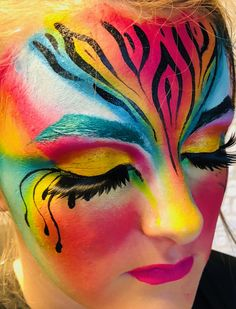 MH Schminkwerken - Famous Last Words Body Painting Artists, Body Painting Festival, Face Painting Designs, Halloween Makeup Looks, Halloween Face, Female Clown, Eyeliner, Mascara, Hobbies For Women