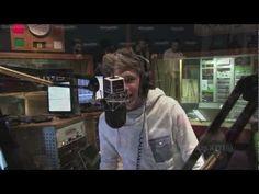 Niall Horan Singing!