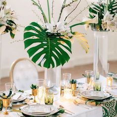 OBSESSED! This is a stunning #regram @absolutelyin of an absolutely breathtaking Modern Art Deco Styled Shoot that was featured in Green Wedding Shoes. Our Clover Mesa napkins were a natural fit for this fab look @mikecassimatis ・・・ #fridayvibes #friyay #moderndeco #eventplanner #bbjlinen