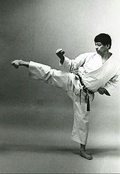 Yoko geri shotokan karate do