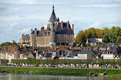 High quality images of cities. Saint Nazaire, French Castles, Royal Residence, Beautiful Castles, Rhone, Places Ive Been, Palace, Dolores Park, Paisajes