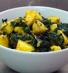 Indian Potatoes with Spinach - Aloo Palak - Vegan Vegetarian Recipe Food Ingredients: 4 Potatoes cooked and cut 2 cups Spinach defrosted or fresh 1 Onion cho. Vegan Indian Recipes, Delicious Vegan Recipes, Asian Recipes, Healthy Recipes, Spinach And Potato Recipes, Veggie Recipes, Slow Food, Vegan Vegetarian, Vegetarian Recipes