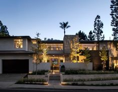 This sumptuous contemporary residence was designed by Laidlaw Schultz Architects, along with RDM General Contractors, located in Corona del Mar, California. Residential Interior Design, Contemporary Interior Design, Contemporary Homes, Residential Lighting, Luxury Interior, Interior Architecture, Style At Home, Indoor Outdoor, Rustic Apartment