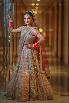 Best bridal photoshoot pose in her wedding day – Barbara Jones Indian Wedding Poses, Indian Bridal Photos, Indian Wedding Photography Poses, Indian Wedding Couple, Wedding Couple Poses, Indian Bridal Outfits, Bride Photography, Photography Guide, Photography Lighting