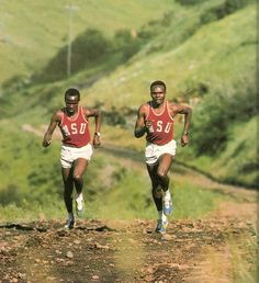 The First Kenyan Running Boom~ world record holder Henry Rono (r) training with Washington State University teammate Samson Kimobwa in 1973 Running Track, Running Club, Running Style, Running To Stand Still, Steve Prefontaine, Running Pictures, Cross Country Running, Different Sports, Running Fashion