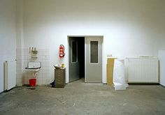 Ricarda Roggan 2003. jpg  (*1972): Atelier III (2003) C-Print 70x100cm, 1 von 5 Exemplaren.
