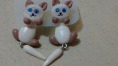Aretes de gatitos siameses en porcelana fria...por: Miriam Rivera