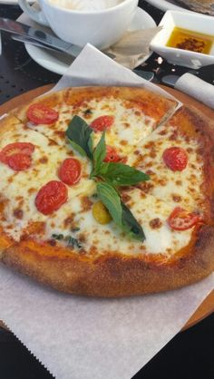Margherita Pizza from Urth Cafe in LA so good!!