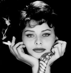 Sophia Loren biography, images and filmography. Read and view everything you want to know not only about Sophia Loren, but you can pick the celebrity of your choice. Carlo Ponti, Sophia Loren Quotes, Sophia Loren Images, Divas, Marlene Dietrich, Classic Beauty, Timeless Beauty, Most Beautiful Faces, Beautiful People