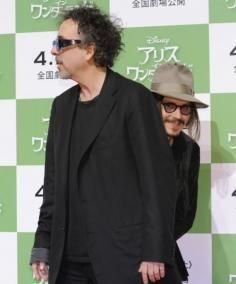 Burton Bomb Johnny Depp photobombing Tim Burton
