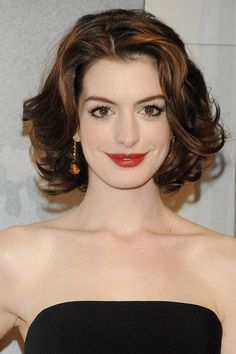 Anne Hathaway Haircut – 35 Anne Hathaways Stylish Hair Looks, Anne Hathaway Haircut , Promi Frisuren Anne Hathaway Haircut, Anne Hathaway Makeup, Anne Hathaway Blonde, Anne Hattaway, Brown Hair With Blonde Highlights, Stylish Hair, Great Hair, Hair Looks, Bridal Hair
