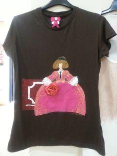 camiseta pintada a mano  infórmate en https://www.facebook.com/lasmeninas.ronda