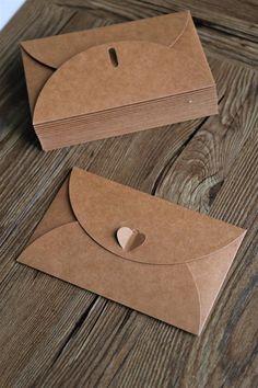 Set of Brown Kraft Paper Envelopes with Heart Closure/Wedding envelopes/Kraft envelopes Fancy Envelopes, Paper Envelopes, Wedding Envelopes, Kraft Envelopes, Brown Envelopes, Origami Envelope, Diy Envelope, Envelope Design, Diy Paper