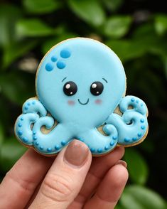‪i'm a real sucker for cute sea creatures, especially this guy! 🐙 #octopuscookies #summercookies ‬#beachcookies #seacreaturecookies