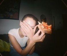 Bella hadid eating pizza on film Film Aesthetic, Aesthetic Photo, Disposable Film Camera, Rite De Passage, Feed Insta, How To Pose, Teenage Dream, Photo Dump, Inspiring Photography