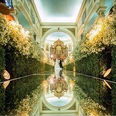 Decoração dos sonhos by @elielalvesdecoracoes para o casamento de hoje! Essa igreja é a dos Manguinhos. Linda, né? E uma das mais concorridas de Recife  Foto: @bosquinho_lacerda