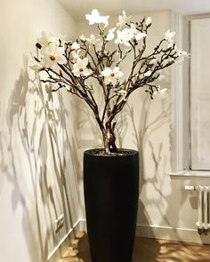 Close to real! Tall Vase Decor, Home Decor Vases, Plant Decor, Dried Flower Arrangements, Vase Arrangements, Beautiful Flower Arrangements, Tree Branch Decor, Decorating With Pictures, Blossom Trees