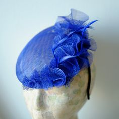 Love this Fascinator Hat!! Like me on FACEBOOK: Patricia cossio tocados