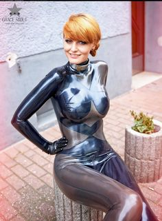 redhead in latex catsuit outdoor Fetish Fashion, Latex Fashion, High Fashion, Latex Dress, Latex Catsuit, Sexy Latex, Latex Girls, Just Girl Things, Collar And Cuff