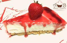 La cheesecake fredda senza cottura è una torta semplice, veloce e buonissima da preparare; può essere decorata sia col cioccolato che con la frutta, quale ragione migliore per provarla?