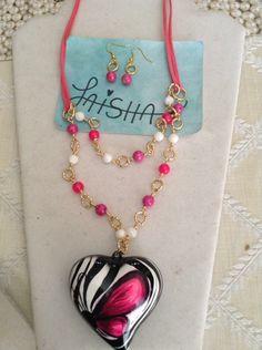 Visítame en Facebook en Bisutería Laisha