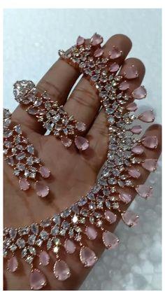 Indian Bridal Jewelry Sets, Indian Jewelry Earrings, Fancy Jewellery, Jewelry Design Earrings, Gold Earrings Designs, Gold Jewelry, Silver Jewellery Indian, Diamond Necklace Set, Bridal Necklace Set