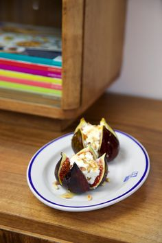 figs baked with goat cheese, pine nuts and honey