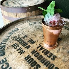 Buffalo Trace Mint Julep #derby Buffalo Trace, Alcoholic Drinks, Cocktails, Cocktail Mixers, Best Cocktail Recipes, Online Gift Shop, Distillery, Whisky, Bourbon