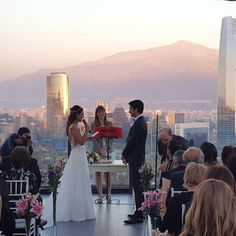 Sonhando com um Destination Wedding?  Nossas fadas madrinhas da ETHERNIZE e DORÍ podem te ajudar a transformar seu sonho em realidade   O da foto?! Santiago - Chile E essa vista maravilhosa no grande dia    #doriassessoria