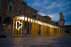Ligh Chain: enlightened perspective of Carrara