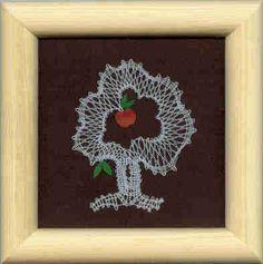 Obrázek - podzim Lace Heart, Lace Jewelry, Lace Making, Bobbin Lace, Lace Flowers, Lace Detail, Diy And Crafts, Butterfly, Frame