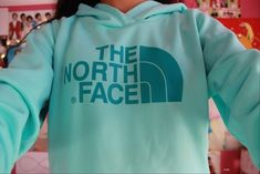 Looooooove these colors and I kinda have an obsession for the north face so I would totally wear this :)